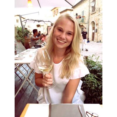 elisa zoekt een Appartement / Huurwoning / Kamer / Studio in Amsterdam