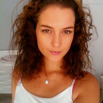 Angela zoekt een Kamer / Appartement / Huurwoning / Studio / Woonboot in Amsterdam